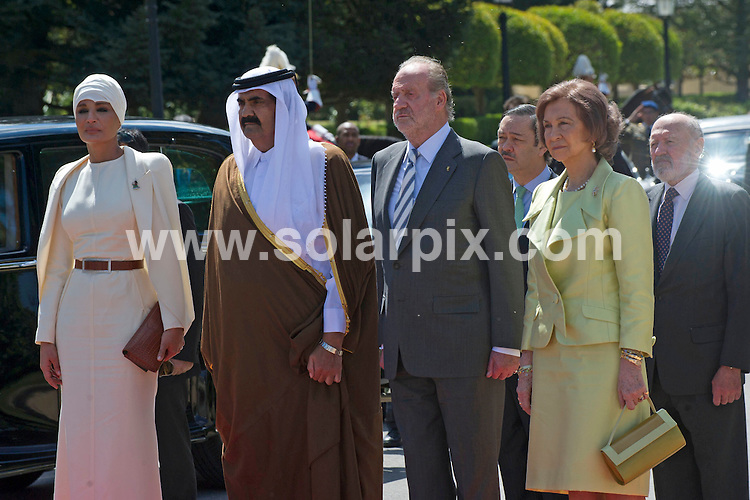 **ALL ROUND PICTURES FROM SOLARPIX.COM**                                             **WORLDWIDE SYNDICATION RIGHTS EXCEPT SPAIN - NO SYNDICATION IN SPAIN**                                                                                  Caption: The Spanish royal family - King Juan Carlos, Queen Sofia, Prince Felipe, Princess Letizia and Princess Cristina - have lunch with the Emir of Qatar Sheikh Hamad bin Khalifa Al Thani, and one of his 4 wives - Jaquesa Mozah Bint Nassar. Zarzuela Palace, Madrid, Spain. 25 April 2011.                                                                              This pic: Jaquesa Mozah Bint Nassar, Emir of Qatar, King Juan Carlos, Queen Sofia                                                                                             JOB REF: 13192 DMS       DATE: 25_04_2011                                                            **MUST CREDIT SOLARPIX.COM OR DOUBLE FEE WILL BE CHARGED**                                                                      **MUST AGREE FEE BEFORE ONLINE USAGE**                               **CALL US ON: +34 952 811 768 or LOW RATE FROM UK 0844 617 7637**