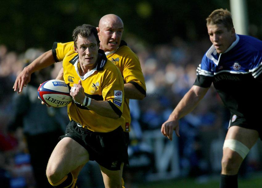 Photo : Garvin Davies.Bath Rugby v London Wasps, The Recreation Ground. Zurich Premiership, 14-09-2002.Robert Howley...