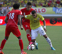 BARRANQUILLA  - COLOMBIA - 8-10-2015: Jeison Murillo jugador de la seleccion Colombia  disputa el balon con  Paolo Guerrero de la seleccion Peru durante primer partido  por por las eliminatorias al mundial de Rusia 2018 jugado en el estadio Metropolitano Roberto Melendez  / : Jeison Murillo   player of Colombia  fights for the ball with Paolo Guerrero  of selection of Peru during first qualifying match for the 2018 World Cup Russia played at the Estadio Metropolitano Roberto Melendez. Photo: VizzorImage / Felipe Caicedo / Staff.