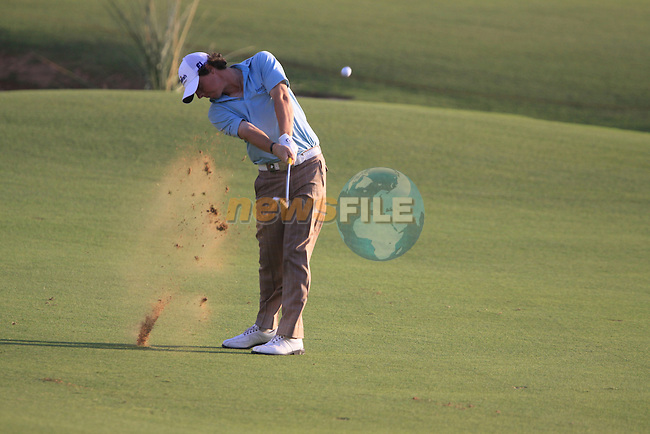 Rory McIlroy plays his 3rd shot on the 18th hole during the opening round of Day 1 at the Dubai World Championship Golf in Jumeirah, Earth Course, Golf Estates, Dubai  UAE, 19th November 2009 (Photo by Eoin Clarke/GOLFFILE)