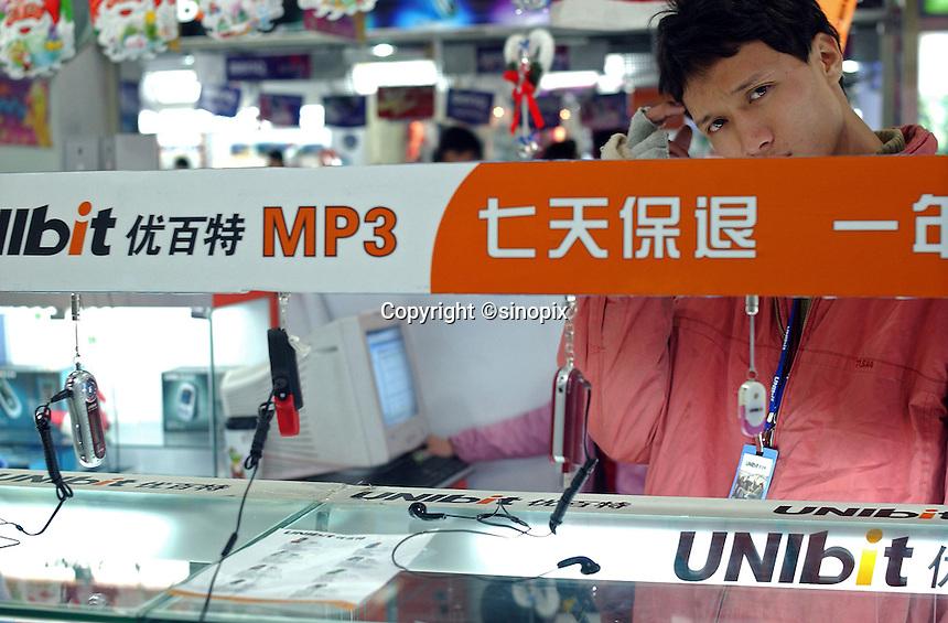 UNIbit counter inside a shopping mall in Guangzhou, China..02-FEB-05