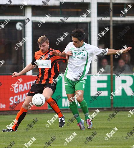 2010-09-11 / voetbal / KFC Dessel Sport - KMSK Deinze / Mohamed El Jorissi voor Dessel in duel met steven Mestdagh.
