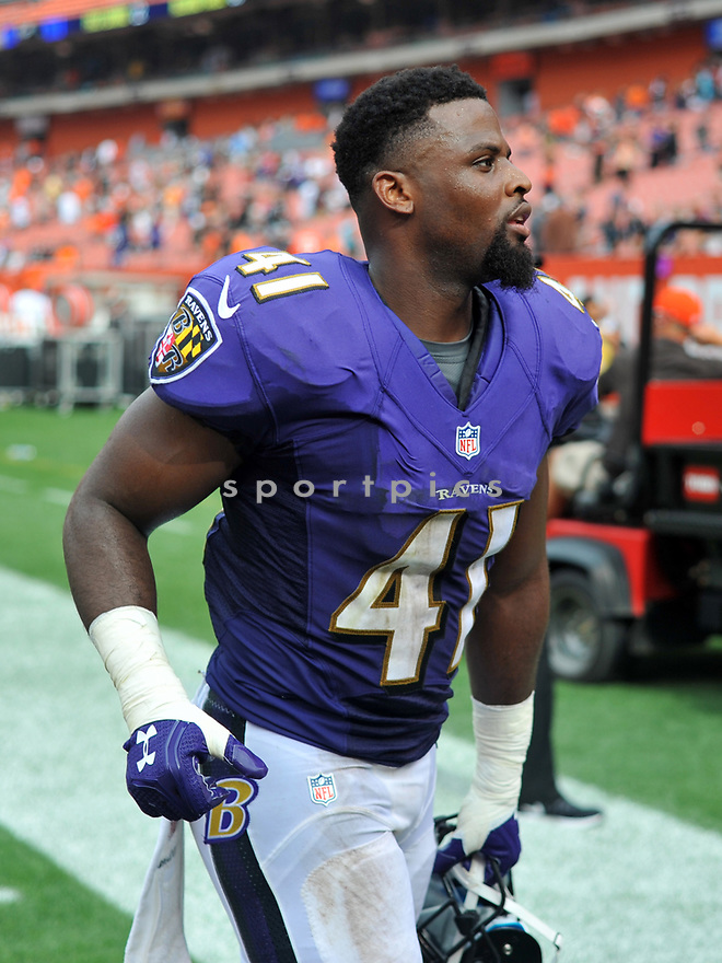CLEVELAND, OH - JULY 18, 2016: Cornerback Anthony Levine #41 of the Baltimore Ravens runs off the field after a game against the Cleveland Browns on July 18, 2016 at FirstEnergy Stadium in Cleveland, Ohio. Baltimore won 25-20. (Photo by: 2017 Nick Cammett/Diamond Images)  *** Local Caption *** Anthony Levine(SPORTPICS)