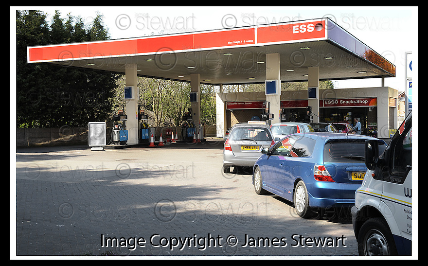 21/04/2008    Copyright Pic: James Stewart.File Name : sct_jspa02_panic_buying.THE CARRONVALE SERVICE STATION, FALKIRK WHICH HAS ONLY HALF IT'S PUMPS OPEN AS STOCKS START TO RUN DRY.....James Stewart Photo Agency 19 Carronlea Drive, Falkirk. FK2 8DN      Vat Reg No. 607 6932 25.Studio      : +44 (0)1324 611191 .Mobile      : +44 (0)7721 416997.E-mail  :  jim@jspa.co.uk.If you require further information then contact Jim Stewart on any of the numbers above........