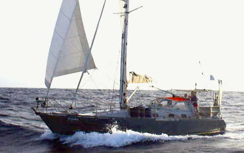 Fergus & Kay Quinlan's Pylades sailing freely in the Pacific