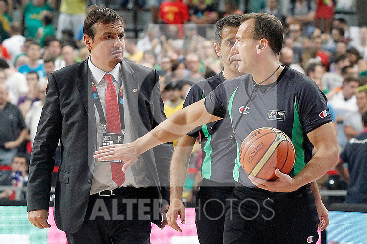 Turkey's coach Ergin Ataman have words with the referees team after 2014 FIBA Basketball World Cup Quarter-Finals match.September 9,2014.(ALTERPHOTOS/Acero)