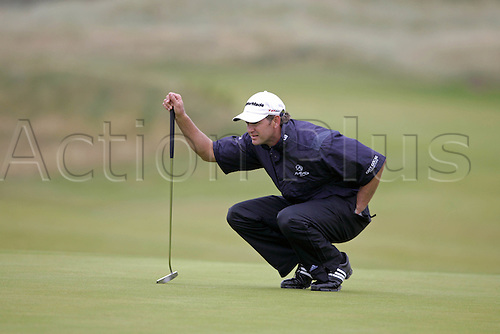 17 July 2008: South African golfer Retief Goosen (RSA) lines up a putt during the first round of the Open Championship at Royal Birkdale Photo: Neil Tingle/Action Plus..080717 golf