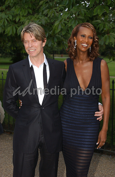 ©Alpha Press 048466 09/07/02   DAVID BOWIE / WIFE IMAN   -THE SERPENTINE GALLERY SUMMER PARTY IN LONDON. Photo Credit: Alpha Press/AdMedia