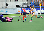 The Hague, Netherlands, June 10: Katie O'Donnell #16 of USA tries to score during the field hockey group match (Women - Group B) between USA and South Africa on June 10, 2014 during the World Cup 2014 at GreenFields Stadium in The Hague, Netherlands. Final score 4-2 (1-0) (Photo by Dirk Markgraf / www.265-images.com) *** Local caption *** Anelle van Deventer #18 of South Africa, Katie O'Donnell #16 of USA, Lisa-Marie Deetlefs #13 of South Africa