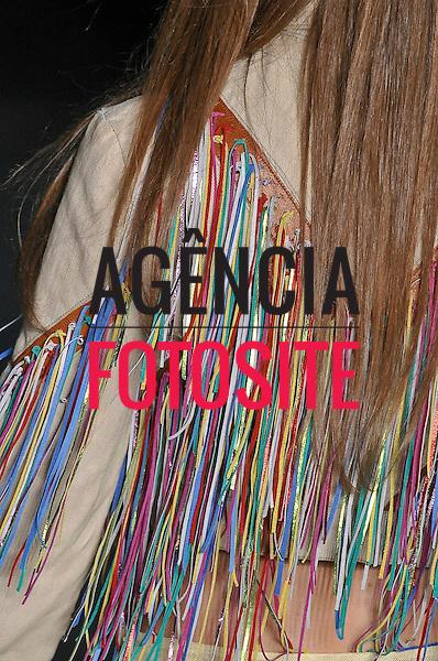 São Paulo, Brasil – 13/06/2010 - Detalhe do desfile da grife Amapo durante o São Paulo Fashion Week  -  Verao 2011. Foto: Olivier Claisse / Ag. Fotosite