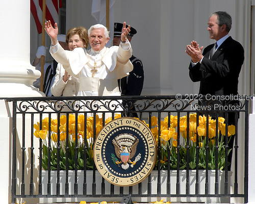 Washington, DC - April 15, 2008 -- Pope Benedict XVI, raises his hands from the balcony of the White House in Washington, D.C. on Wednesday, April 16, 2008.  First lady Laura Bush, far left, and United States President George W. Bush, far right, applaud..Credit: Ron Sachs / CNP.(RESTRICTION: NO New York or New Jersey Newspapers or newspapers within a 75 mile radius of New York City)
