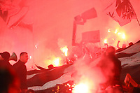 Eintracht Fans brennen nach der Halbzeitpause Bengalos ab - 04.10.2018: Eintracht Frankfurt vs. Lazio Rom, UEFA Europa League 2. Spieltag, Commerzbank Arena, DISCLAIMER: DFL regulations prohibit any use of photographs as image sequences and/or quasi-video.