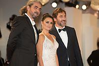 "Fernando Leon de Aranoa, Penelope Cruz, Javier Bardem  at the ""Loving Pablo"" premiere, 74th Venice Film Festival in Italy on 6 September 2017.<br /> <br /> Photo: Kristina Afanasyeva/Featureflash/SilverHub<br /> 0208 004 5359<br /> sales@silverhubmedia.com"