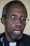 Foto: VidiPhoto..BULAWAYO - De voormalige aartsbisschop Pius Ncube van Bulawayo in Zimbabwe. Ncube is een van de grootste tegenstanders van het regiem van Robert Mugabe. Er is al al enkele malen een aanslag op zijn leven gepleegd. Vanwege zijn politieke uitlatingen en pogingen om de aartsbisschop in discrediet te brengen, moest hij vorig jaar onder druk van Rome zijn functie neerleggen.
