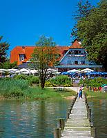 Deutschland, Bayern, Oberbayern, Chiemgau: Ausflugscafe im Malerwinkel am Chiemsee | Germany, Bavaria, Upper Bavaria, Chiemgau, Cafe at lake Chiemsee