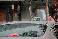 BELO HORIZONTE, MG, 28.04.2017 - GREVE-MG - Taxi circula durante ato do dia nacional de paralisações e greves contra as reformas Previdenciária e Trabalhista., na região central de Belo Horizonte, nesta sexta-feira, 28(Foto: Doug Patricio/Brazil Photo Press)
