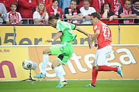 Nicolai Mueller (Mainz) gegen Ricardo Rodriguez (VfL)- 1. FSV Mainz 05 vs. VfL Wolfsburg, Coface Arena, 3. Spieltag