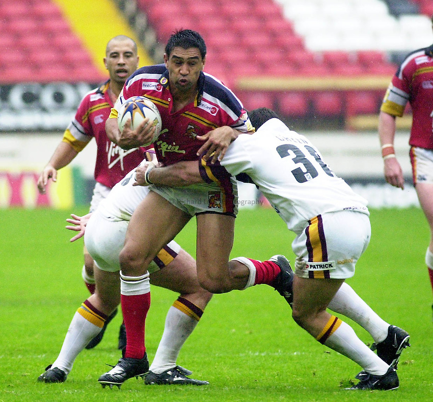 Picture : Greig Cowie.26/08/01.London Broncos v Huddersfield Giants. The Valley..Broncos Skipper Richie Barnett tries to breach the stedfast Giants defence