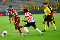 IBAGUE-COLOMBIA, 22-02-2020: Danovis Banguero de Deportes Tolima y Didier Moreno de Atletico Junior disputan el balon durante partido entre Deportes Tolima y Atletico Junior, de la fecha 6 por la Liga BetPlay DIMAYOR I 2020, jugado en el estadio Manuel Murillo Toro de la ciudad de Ibague. / Danovis Banguero of  Deportes Tolima and Didier Moreno of Atletico Junior vie for the ball during a match between Deportes Tolima and Atletico Junior of the 6th date for the Liga BetPlay DIMAYOR I 2020, played at Manuel Murillo Toro stadium in Ibague city. / Photo: VizzorImage / Juan Carlos Escobar / Cont.