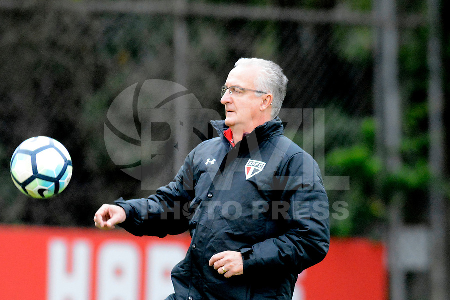 SÃO PAULO,SP, 18.07.2017 - FUTEBOL-SÃO PAULO - Dorival Jr. treinador do São Paulo, durante sessão de treinamento no CT da Barra Funda, na zona oeste da capital paulista, nesta terça-feira (18). (Foto: Dorival Rosa/Brazil Photo Press)