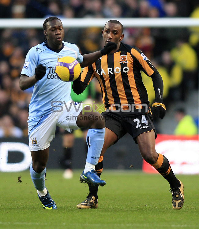 Pix: Chris Mangnall/SWpix.com, Football   Barclays Premier League. 26/12/08 Manchester City v Hull City....picture copyright>>Simon Wilkinson>>07811267 706>>....Man City's Felipe Caicedo  and Hull's Kamil Zayatte chalenge for the Ball