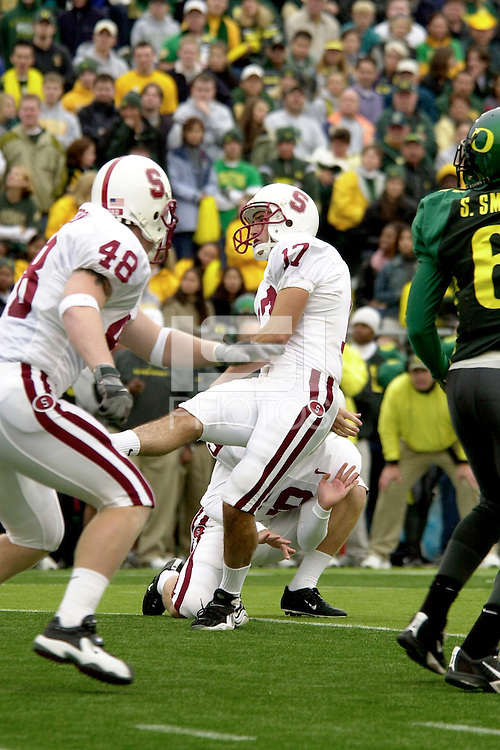 Mike Biselli puts Stanford up 14-7 during Stanford's 49-42 win over #5 ranked Oregon on October 20, 2001 in Eugene, OR.<br />