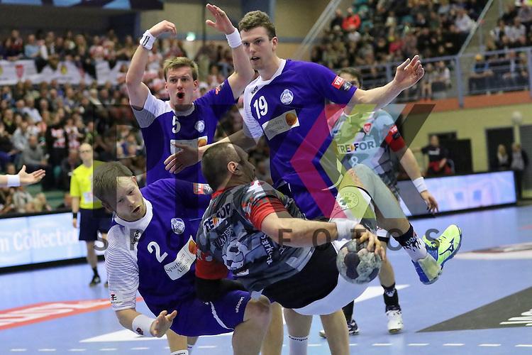 Kolding, 22.02.15, Sport, Handball, EHF Champions League, Grunppenspiel, KIF Kolding Kobenhavn - Alingsas HK : Marcus Enstr&ouml;m (Alingsas HK, #2), Max Darj (Alingsas HK, #5), Mans Gerdtsson (Alingsas HK, #19),  Cyril Viudes (KIF Kolding Kobenhavn, #19)<br /> <br /> Foto &copy; P-I-X.org *** Foto ist honorarpflichtig! *** Auf Anfrage in hoeherer Qualitaet/Aufloesung. Belegexemplar erbeten. Veroeffentlichung ausschliesslich fuer journalistisch-publizistische Zwecke. For editorial use only.