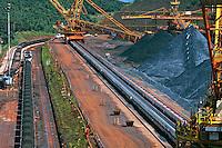 Carregamento de minério de ferro, Mina Brucutu.. Companhia Vale do Rio Doce. São Gonçalo do Rio Abaixo. Minas Gerais. 2009. Foto de Rogério Reis.