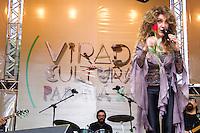 CURITIBA, PR, 09.11.2013 – CARTORA WANDERLÉA faz Show na virada cultural e canta seus maiores sucessos da jovem guarda, na tarde deste sábado(09), em Curitiba, no palco localizado no rua XV de novembro. FOTO: PAULO LISBOA – BRAZIL PHOTO  PRESS