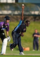 25 JUN 2009 - LOUGHBOROUGH,GBR - Ruel Braithwaite (Cambridge UCCE) bowls during the match against Loughborough UCCE - UCCE Twenty 20 (PHOTO (C) NIGEL FARROW)