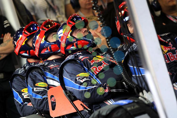 F1 GP of Australia, Melbourne 26. - 28. March 2010.Team Red Bull Racing ..Hasan Bratic;Koblenzerstr.3;56412 Nentershausen;Tel.:0172-2733357;.hb-press-agency@t-online.de;http://www.uptodate-bildagentur.de;.Veroeffentlichung gem. AGB - Stand 09.2006; Foto ist Honorarpflichtig zzgl. 7% Ust.;Hasan Bratic,Koblenzerstr.3,Postfach 1117,56412 Nentershausen; Steuer-Nr.: 30 807 6032 6;Finanzamt Montabaur;  Nassauische Sparkasse Nentershausen; Konto 828017896, BLZ 510 500 15;SWIFT-BIC: NASS DE 55;IBAN: DE69 5105 0015 0828 0178 96; Belegexemplar erforderlich!..