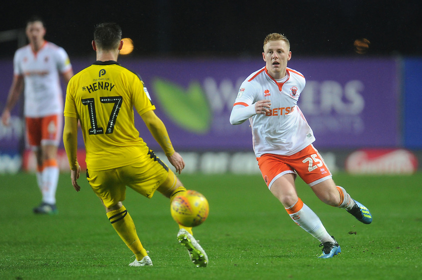Blackpool's Callum Guy under pressure from Oxford United's James Henry<br /> <br /> Photographer Kevin Barnes/CameraSport<br /> <br /> The EFL Sky Bet League One - Oxford United v Blackpool - Saturday 15th December 2018 - Kassam Stadium - Oxford<br /> <br /> World Copyright © 2018 CameraSport. All rights reserved. 43 Linden Ave. Countesthorpe. Leicester. England. LE8 5PG - Tel: +44 (0) 116 277 4147 - admin@camerasport.com - www.camerasport.com