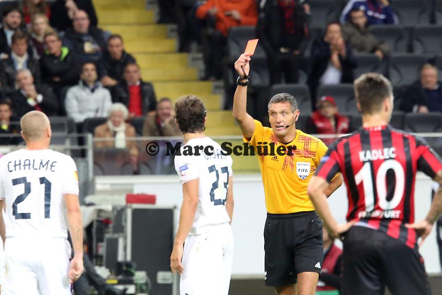 Rote Karte fuer Lucas Orban (Bordeaux) fuer eine Notbremse an Stefan Aigner (Eintracht) von Schiedsrichter Andre Marriner- 1. Spieltag der UEFA Europa League Eintracht Frankfurt vs. Girondins Bordeaux