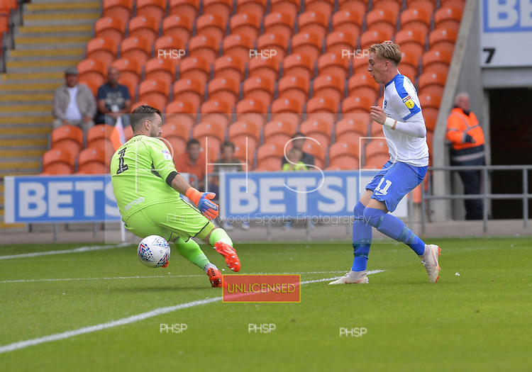 11/08/2018 Sky Bet League 1 Blackpool v Portsmouth<br /> Ronan Curtis shoots past Mark Howard to  score Portsmouth's first goal