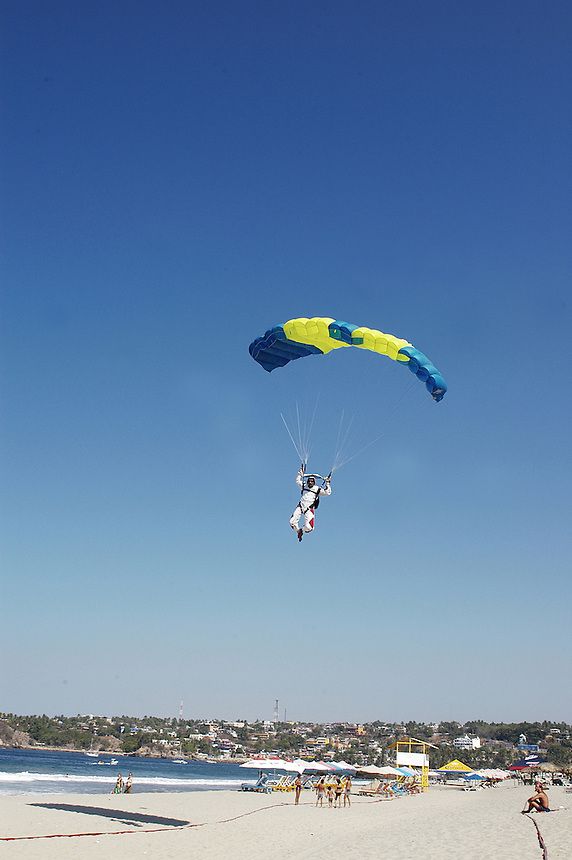 Sky diving at playa Zicatela, Puerto Escondido