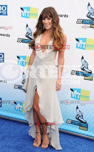 SANTA MONICA, CA - AUGUST 19: Lea Michele arrives at the 2012 Do Something Awards at Barker Hangar on August 19, 2012 in Santa Monica, California. /NortePhoto.com<br /> <br /> **CREDITO*OBLIGATORIO** <br /> *No*Venta*A*Terceros*<br /> *No*Sale*So*third*<br /> *** No Se Permite Hacer Archivo**