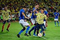 BUCARAMANGA – COLOMBIA, 03-02-2020: Jorge Carrascal de Colombia disputa el balón con Marcilio Florencio Mota Nino,  Bruno Fuchs y Bruno Guimaraes de Brasil durante partido entre Colombia U-23 y Brasil U-23 por el cuadrangular final como parte del torneo CONMEBOL Preolímpico Colombia 2020 jugado en el estadio Alfonso Lopez en Bucaramanga, Colombia. / Jorge Carrascal of Colombia fights the ball with Marcilio Florencio Mota Nino,  Bruno Fuchs and Bruno Guimaraes of Brazil during the match between Colombia U-23 and Brazil U-23 for for the final quadrangular as part of CONMEBOL Pre-Olympic Tournament Colombia 2020 played at Alfonso Lopez stadium in Bucaramanga, Colombia. Photo: VizzorImage / Julian Medina / Cont