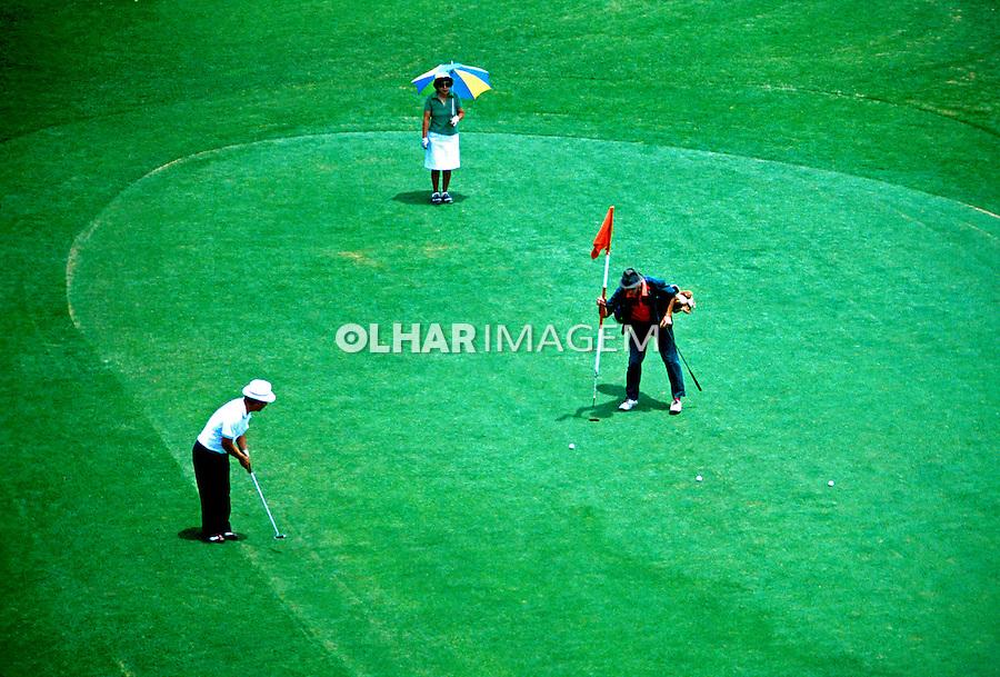 Partida em campo de Golf. São Paulo. 1985. Foto de Juca Martins.