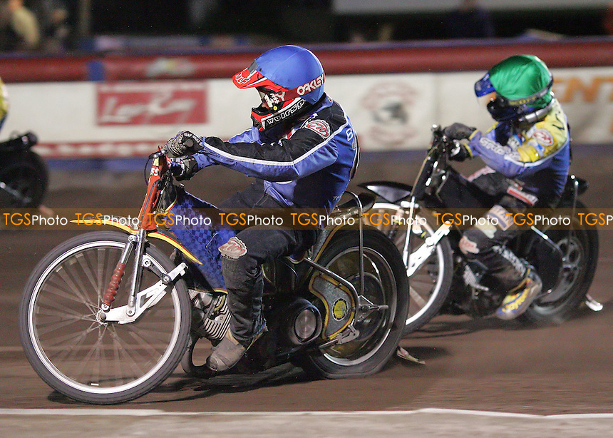 Heat 14 - Henning Bager (blue), David Norris - Arena Essex Hammers vs Eastbourne Eagles - Sky Sports Elite League 'B' - 04/10/2006 - MANDATORY CREDIT: Gavin Ellis/TGSPHOTO