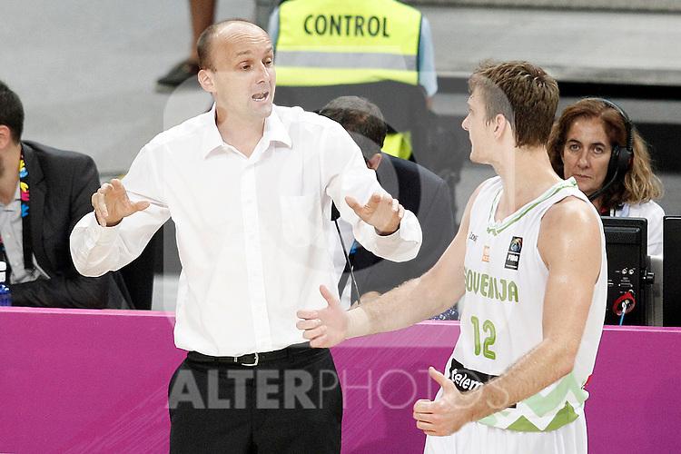 Slovenia's coach Zdovc Jure with his player Zoran Dragic during 2014 FIBA Basketball World Cup Quarter-Finals match.September 9,2014.(ALTERPHOTOS/Acero)