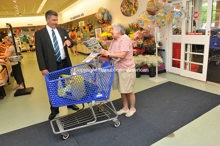 SOUTHBURY, CT-14 JULY 2010-071410IP06- ShopRite store manager Rick Mazeika talks with customer Marie Smith of Newtown during the grocery store's first day of business in Southbury on Wednesday.                                                                                                                                                                                                                                                                                                                                                                                                                                                                                                                                                                                                                                                                                                                                                                                                        <br /> Irena Pastorello Republican-American