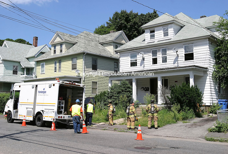 WATERBURY, CT 7/31/07- 073107BZ01-  Waterbury firefighters and workers from Yankee Gas were on the scene of a gas leak at 86 Waterville Street in Waterbury Tuesday afternoon.<br /> Jamison C. Bazinet Republican-American