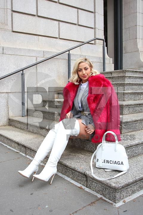 NOVA YORK, EUA, 11.02.2019 - MODA-NOVA YORK - Modelo Roz da Arábia Saudita é vista chegando para o desfile da Carolina Herrera no New York Fashion Week nesta segunda-feira, 11. (Foto: Vanessa Carvalho/Brazil Photo Press)
