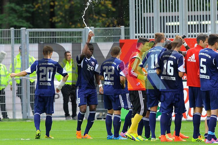 Die Ingolstaedter feiern den Sieg im Spiel SV Sandhausen - FC Ingolstadt 04.<br /> <br /> Foto &copy; P-I-X.org *** Foto ist honorarpflichtig! *** Auf Anfrage in hoeherer Qualitaet/Aufloesung. Belegexemplar erbeten. Veroeffentlichung ausschliesslich fuer journalistisch-publizistische Zwecke. For editorial use only.
