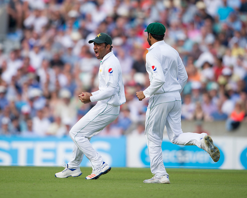 Pakistan's Iftikhar Ahmed celebrates catching England's Alastair Cook - Alastair Cook c Iftikhar Ahmed b Wahab Riaz 7<br /> <br /> Photographer Ashley Western/CameraSport<br /> <br /> International Cricket - 4th Investec Test - England v Pakistan - Day 3 - Saturday 13th August 2016 - The Oval - London<br /> <br /> World Copyright &copy; 2016 CameraSport. All rights reserved. 43 Linden Ave. Countesthorpe. Leicester. England. LE8 5PG - Tel: +44 (0) 116 277 4147 - admin@camerasport.com - www.camerasport.com