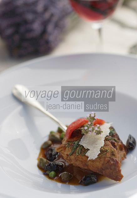 """Europe/France/Provence-Alpes-Cote d'Azur/Vaucluse/Joucas: Xavier Mathieu gigot d'agneau à la cuillère, recette de chef de l'"""" Hotel-restaurant Le Phébus, rte de Murs"""
