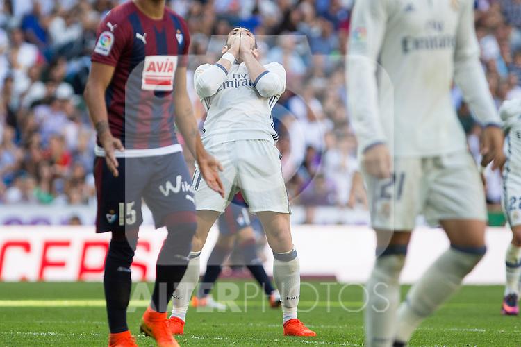 Real Madrid's Garet Bale durign the match of La Liga between Real Madrid and SD Eibar at Santiago Bernabeu Stadium in Madrid. October 02, 2016. (ALTERPHOTOS/Rodrigo Jimenez)