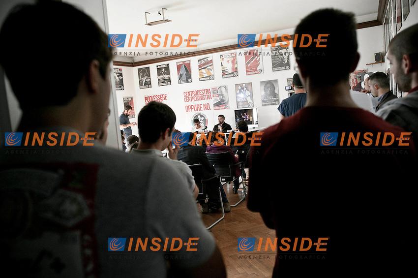 La conferenza stampa..Conferenza stampa organizzata da CasaPound dopo il blitz nella scuola romana 'Giulio Cesare', ROMA 24/10/2012 ..Foto Insidefoto Christian Mantuano