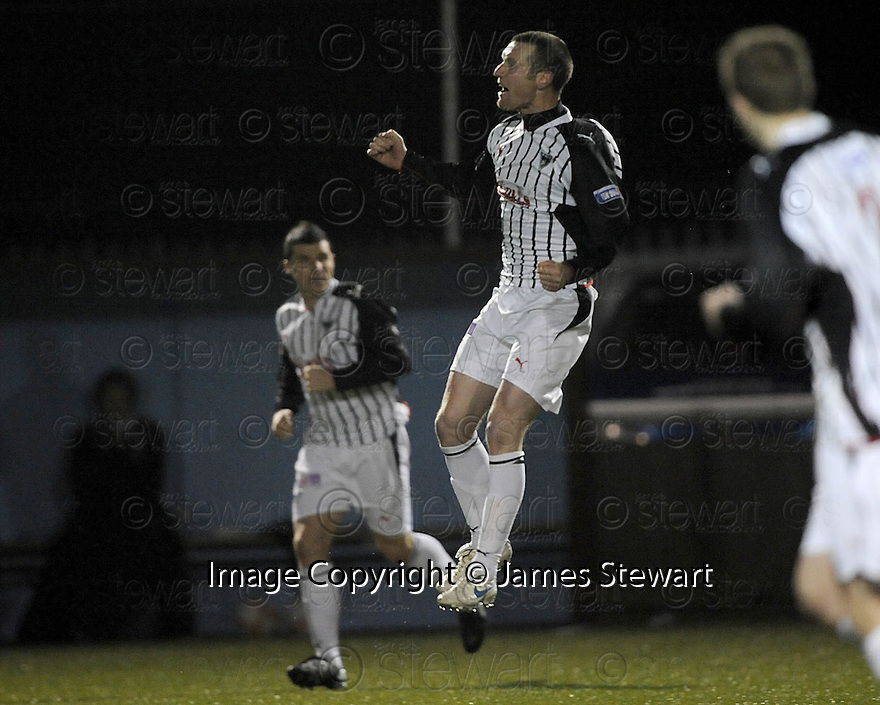 26/01/2010  Copyright  Pic : James Stewart.sct_jspa11_stenhousemuir_v_dunfermline  .:: ANDY KIRK SCORES THE SECOND :: .James Stewart Photography 19 Carronlea Drive, Falkirk. FK2 8DN      Vat Reg No. 607 6932 25.Telephone      : +44 (0)1324 570291 .Mobile              : +44 (0)7721 416997.E-mail  :  jim@jspa.co.uk.If you require further information then contact Jim Stewart on any of the numbers above.........