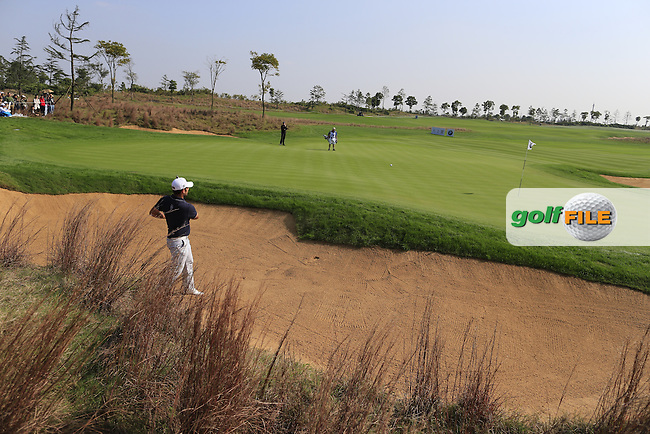 Alexander Levy (FRA) chips from a bunker at the 8th green during Sunday's Final Round of the 2014 BMW Masters held at Lake Malaren, Shanghai, China. 2nd November 2014.<br /> Picture: Eoin Clarke www.golffile.ie